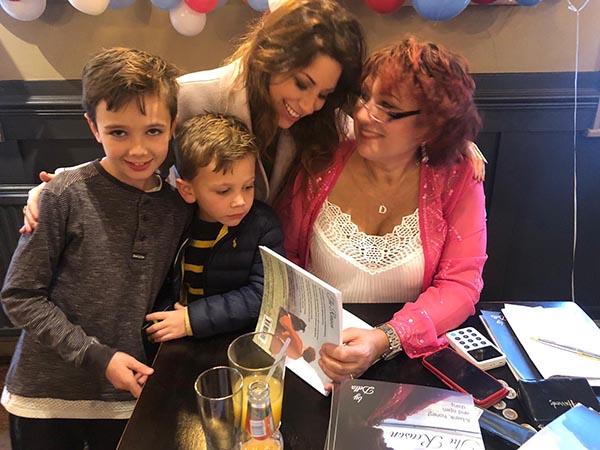 Della book signing-1
